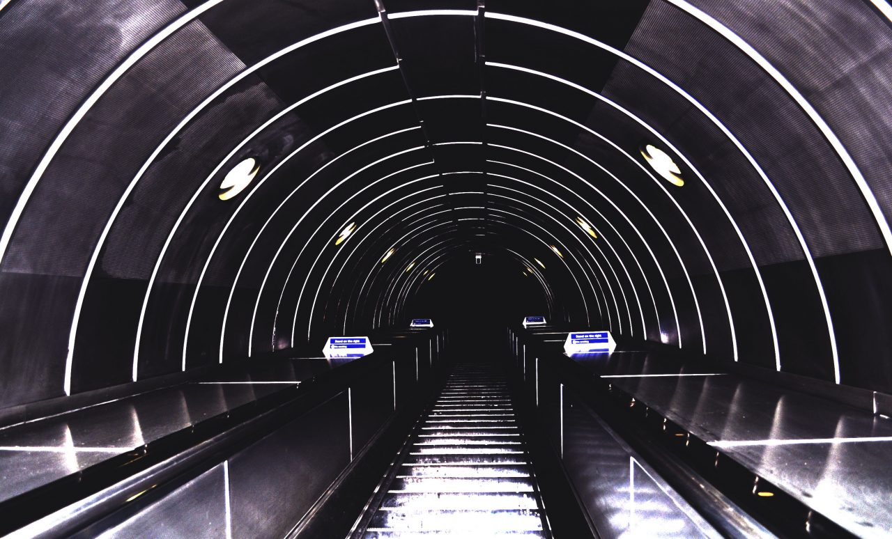 14_tunel-to-oblivion-london-underground-is-suicidal