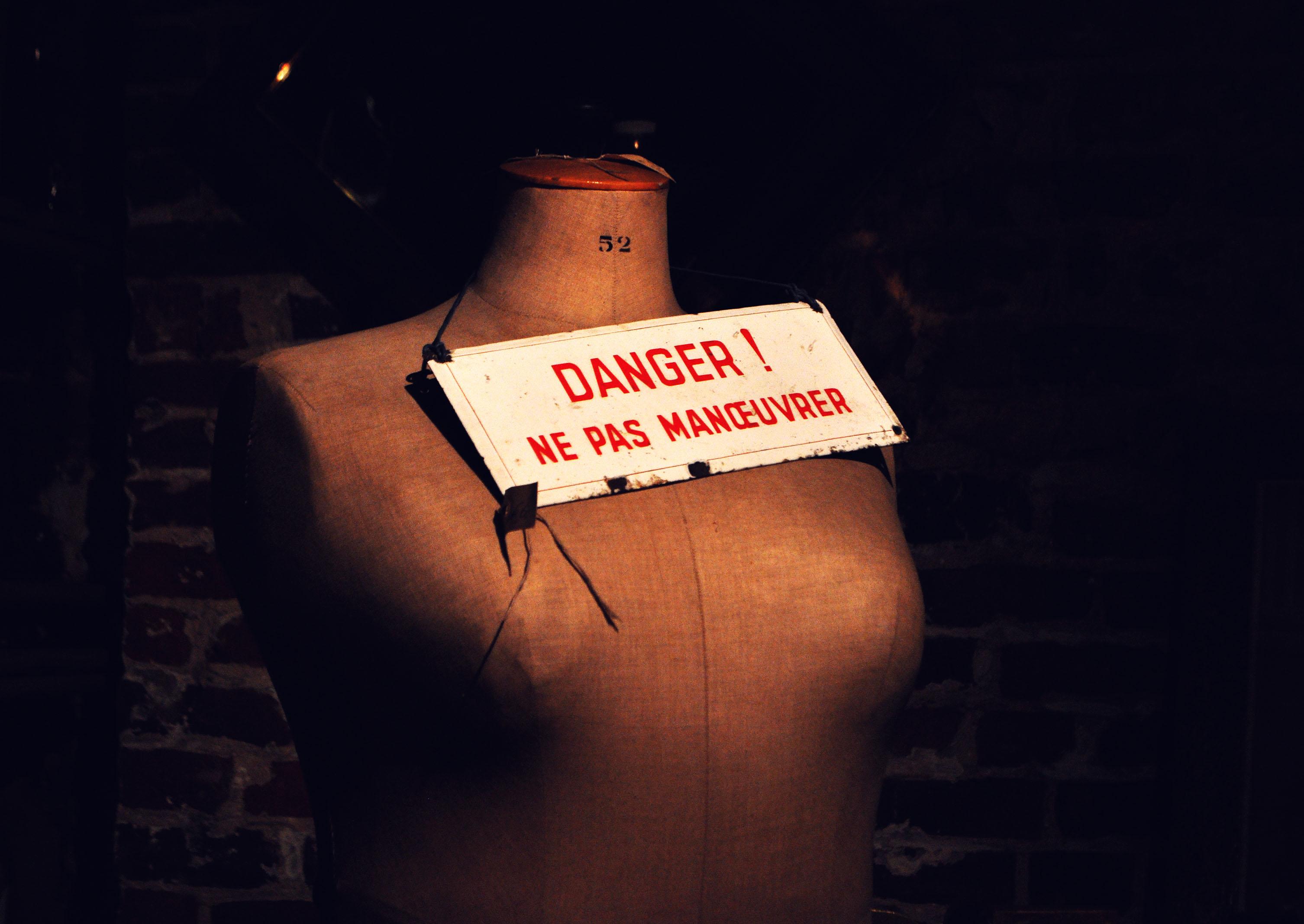 brussels-05-danger-ne-pas-manoeuvrer