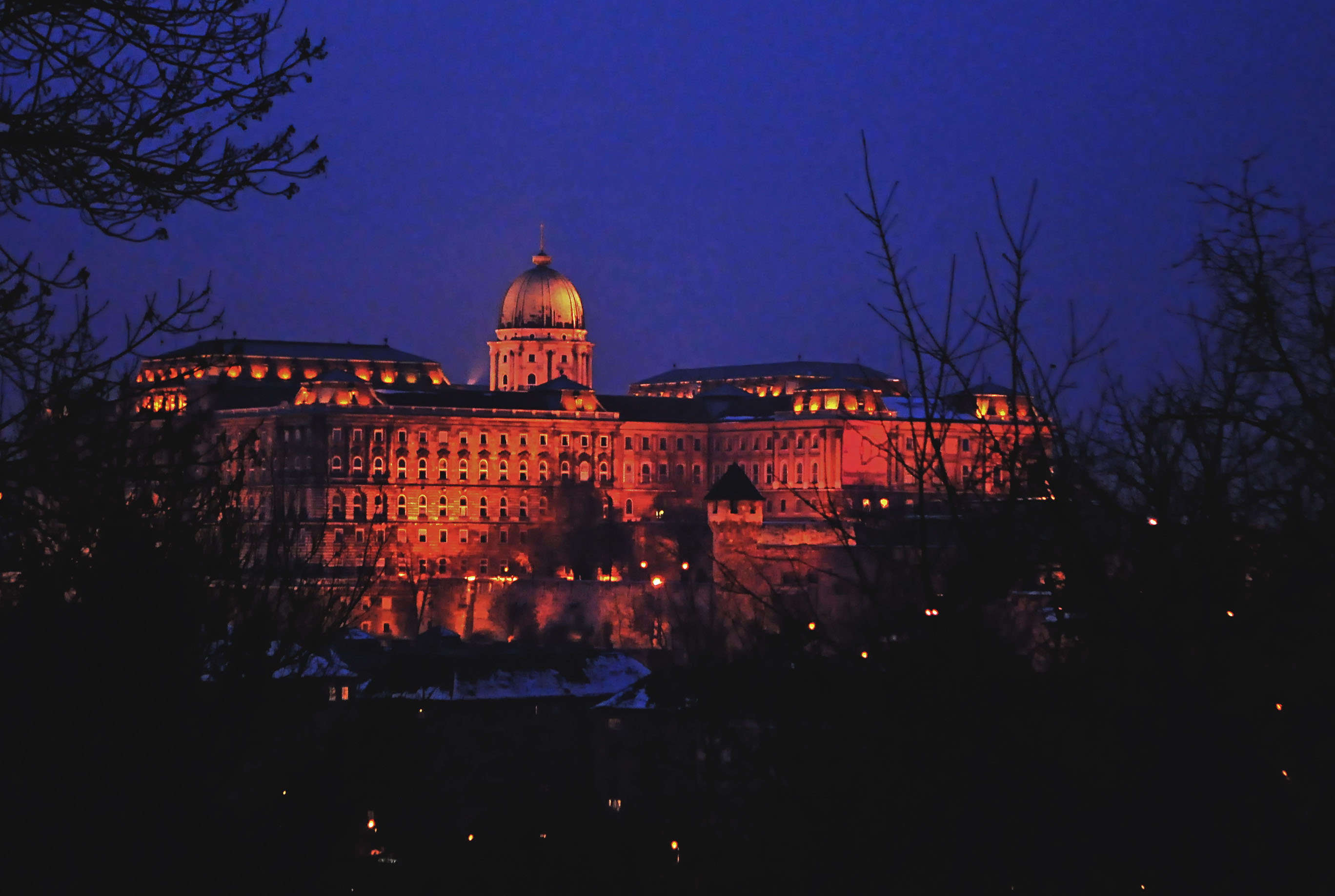 budapest-13-parliament-at-night