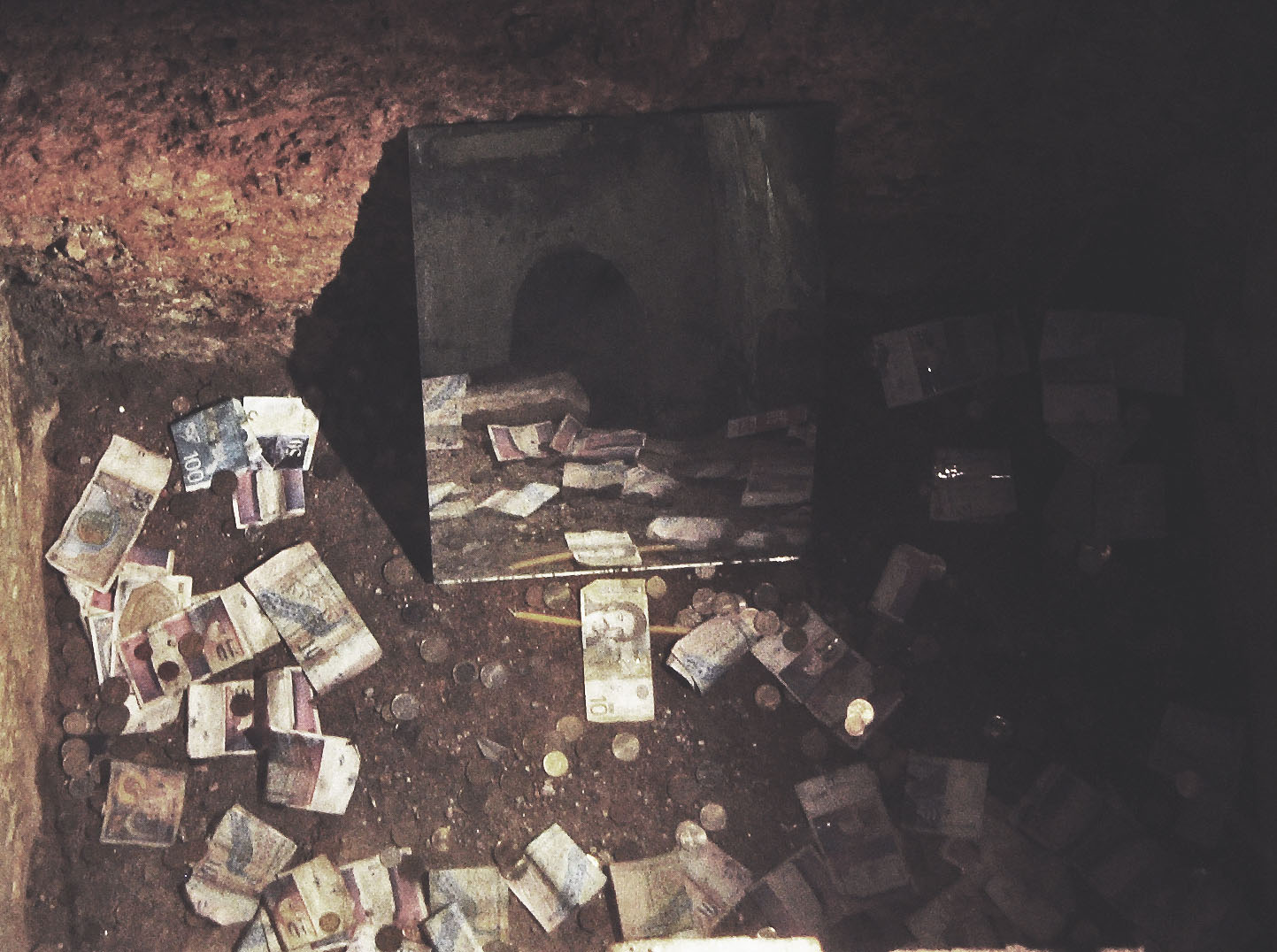 ohrid-08-money-hole