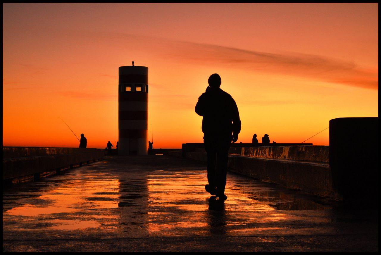porto_sunset-foz-and-person