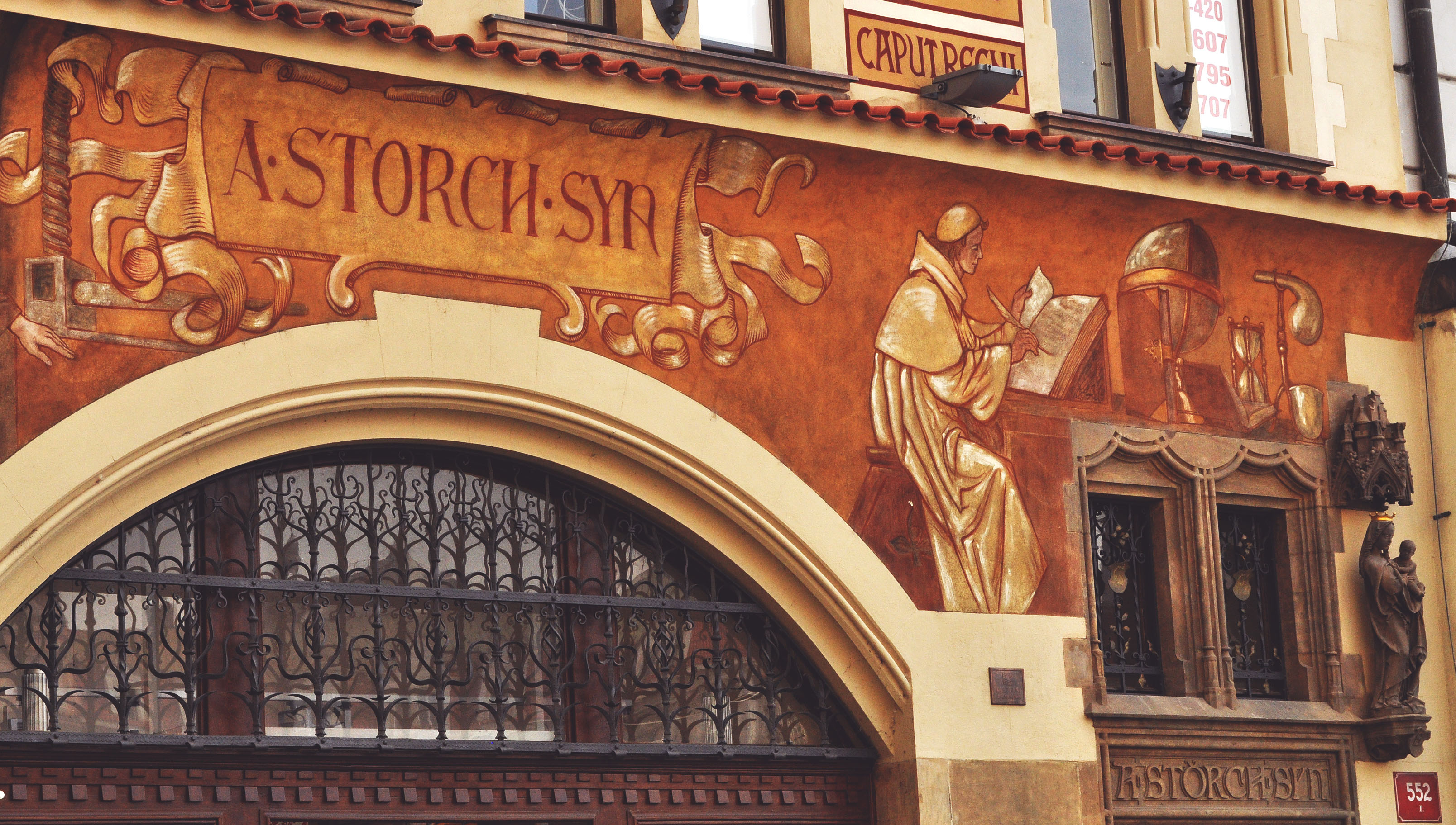 praga-another-painted-building