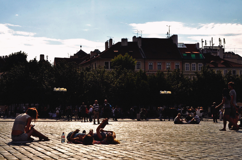 praga-chilling-main-square