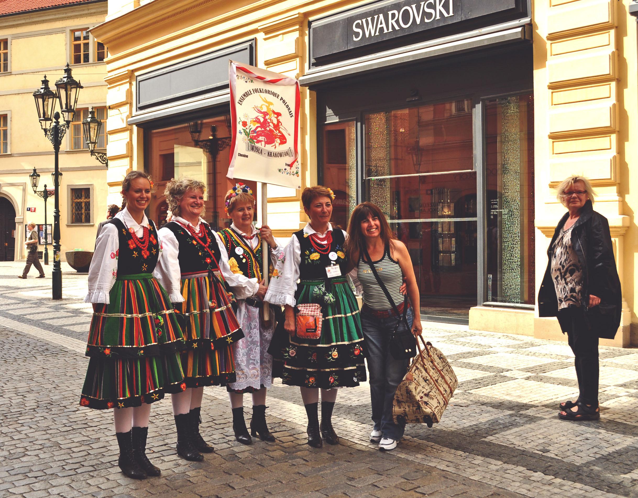 praga-people-traditional-clothes