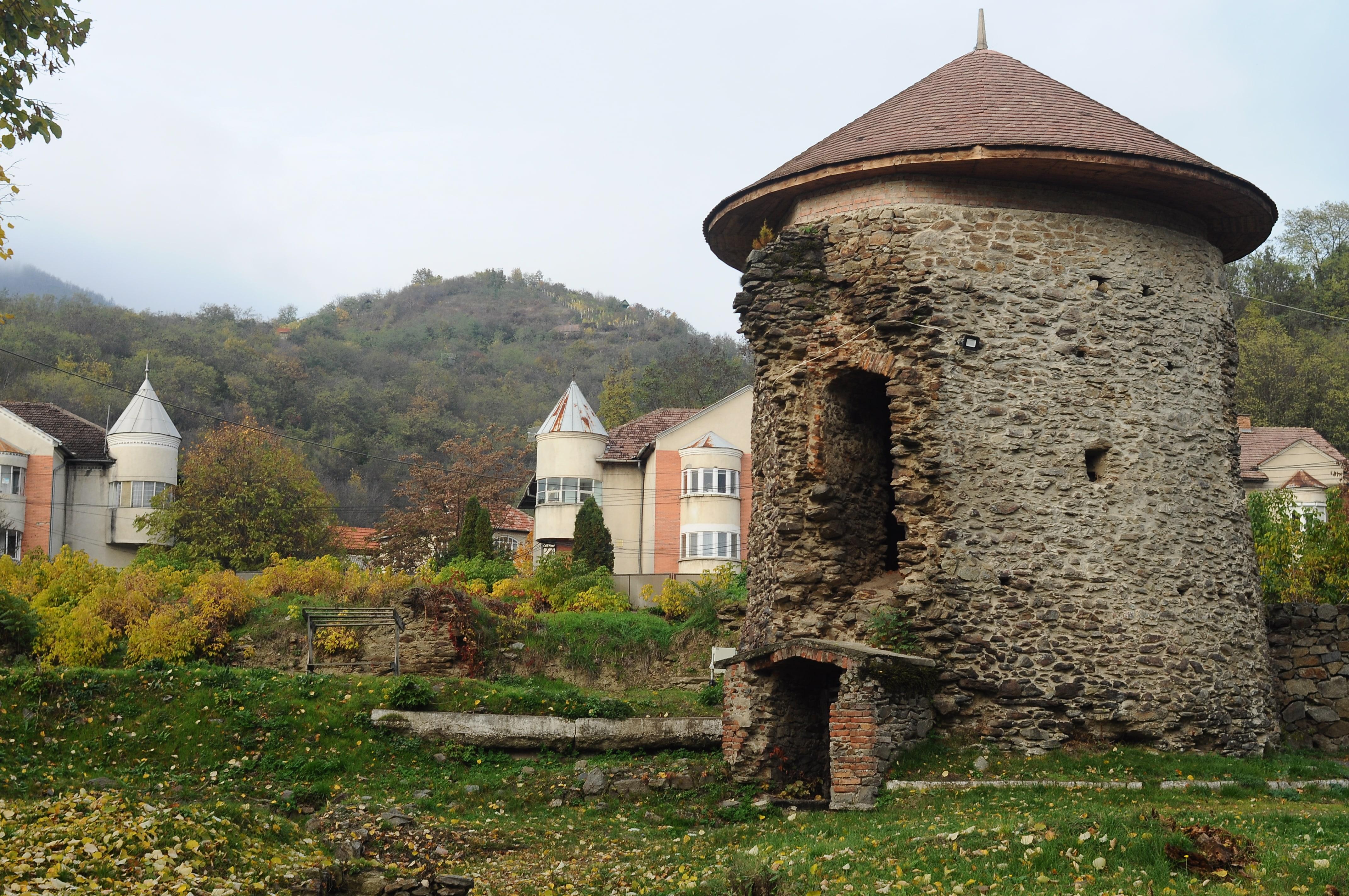 Castelul Bathory Simleu Silvaniei - Raluca Turcanasu (2)-min