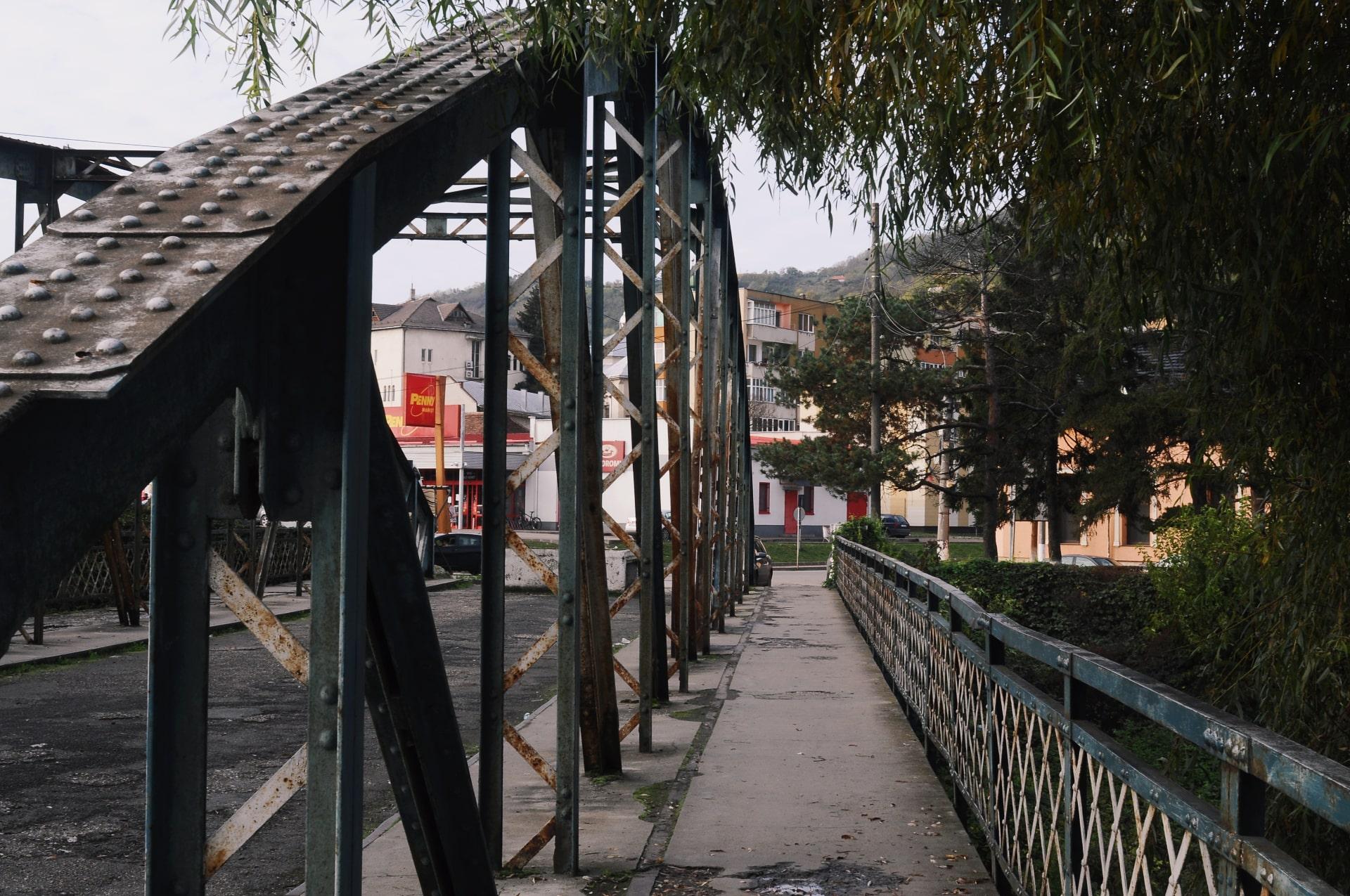 Pod central Simleu - Raluca Turcanasu-min